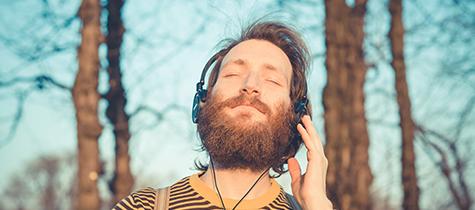 Lyssna på skön musik i Täby Park